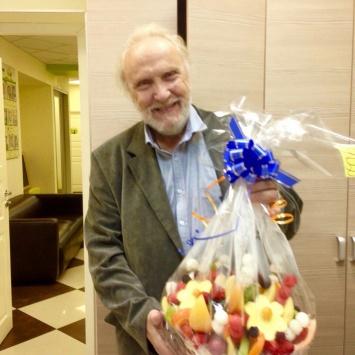 Подарок дедушке - фруктовый букет