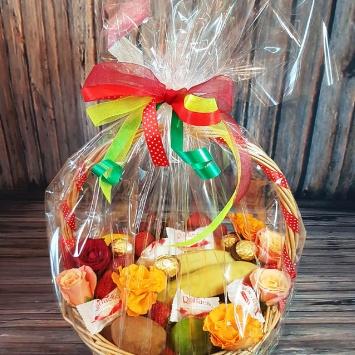 """Подарочная корзина """"Для любимой"""" с фруктами"""