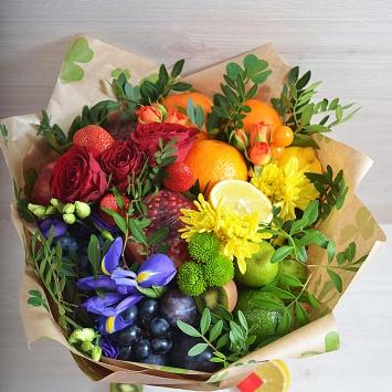 Букет с фруктами и цветами