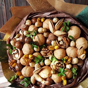 Букет с грецким орехом и миндалём