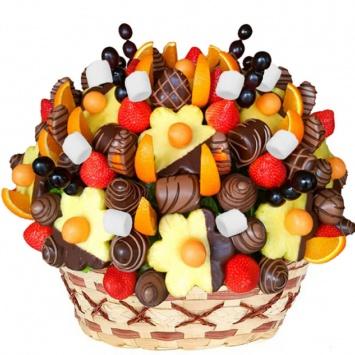 большой фруктово-конфетный букет