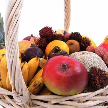 Корзина с фруктами Экзотическое чудо