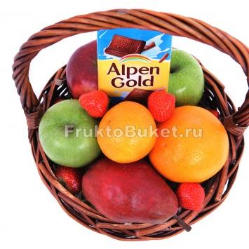 Фруктовая корзина из яблок
