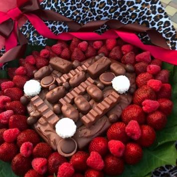 Ягодный букет с клубникой и шоколадом 3