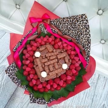 Ягодный букет с клубникой и шоколадом 4