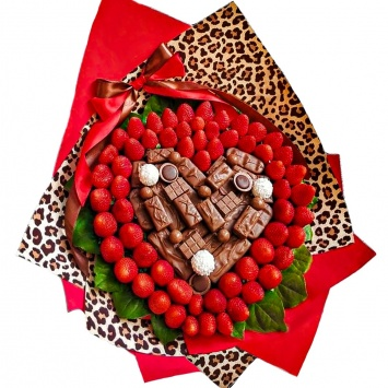Ягодный букет с клубникой и шоколадом