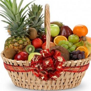 Подарочная корзина с фруктами