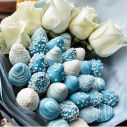 Клубника в голубом шоколаде