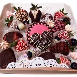 Фрукты в шоколаде с узорами