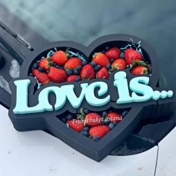пенабокс с ягодами