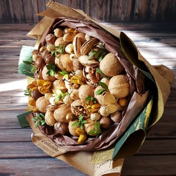Букет с грецким орехом