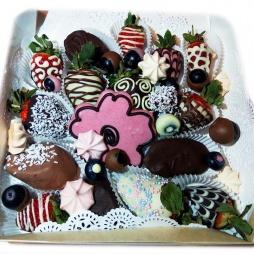 Фрукты в шоколаде в виде цветочка