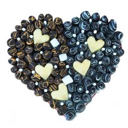 Сердце из фруктов и шоколада