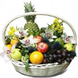 Корзина с фруктами и цветами Белиссимо