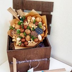 Учителю букет из орехов