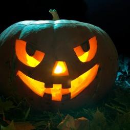 Тыква на Хэллоуин со злобной улыбкой