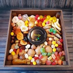 Деревянный бокс со сладостями