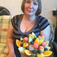 фруктовая корзинка из разных фруктов