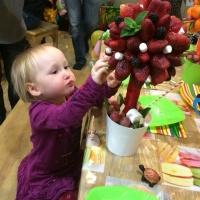 дерево из клубники с ягодами